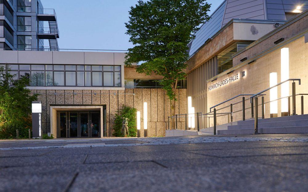 Heinrich-Lades-Halle von der Seite