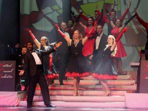 Andrew Llyod Webber Show Personen auf Showbühne